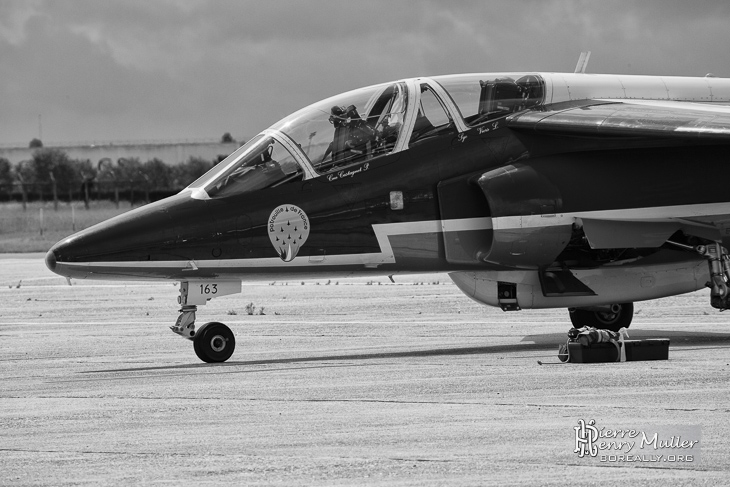 Alphajet Athos 9 au parking au Bourget