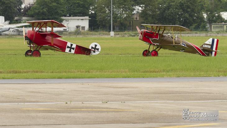 Fokker Triplan et RAF SE5 prêt au décollage du Bourget