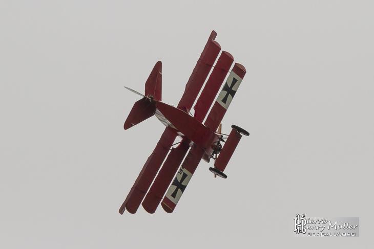 Fokker Triplan en virage pendant la simulation de combat aérien