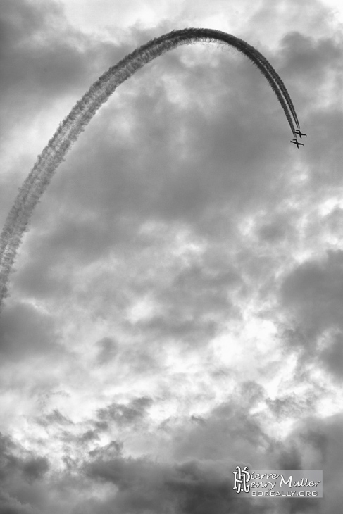 Looping de deux Fouga Magister
