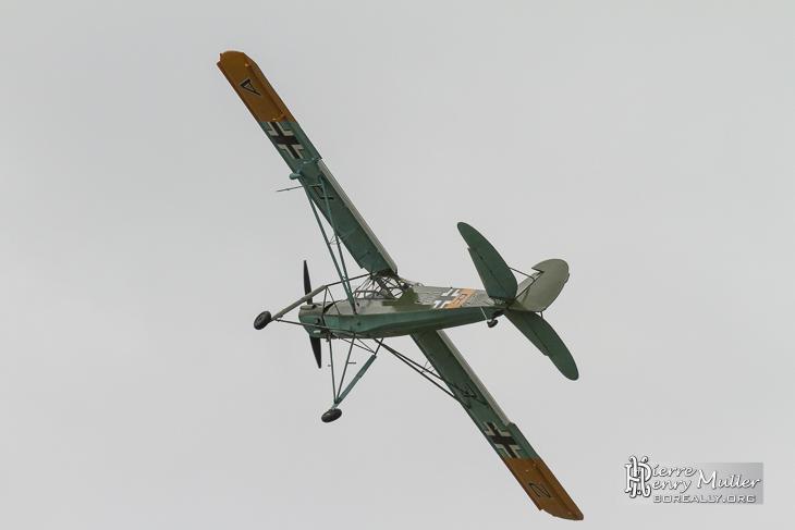 Storch jouant avec le vent de face au Bourget