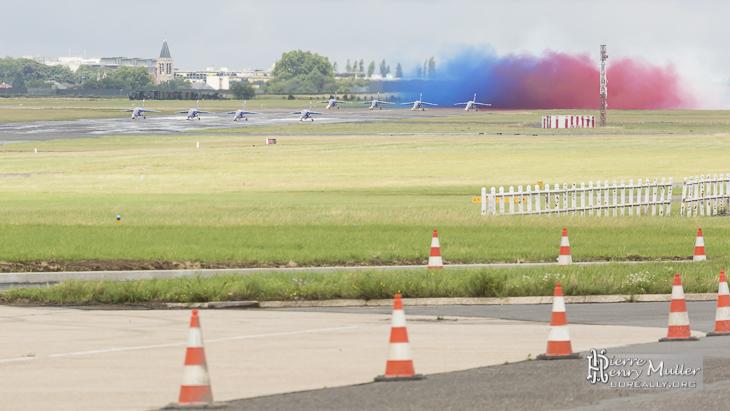 Test fumigènes de la Patrouille de France avant décollage