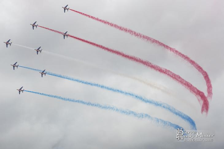 Virage en formation Diamand de la Patrouille de France