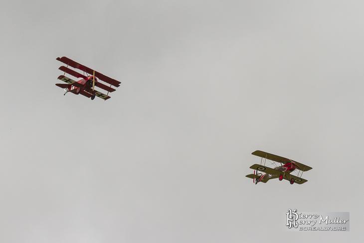 Vol en formation des avions Fokker Triplan et RAF SE5