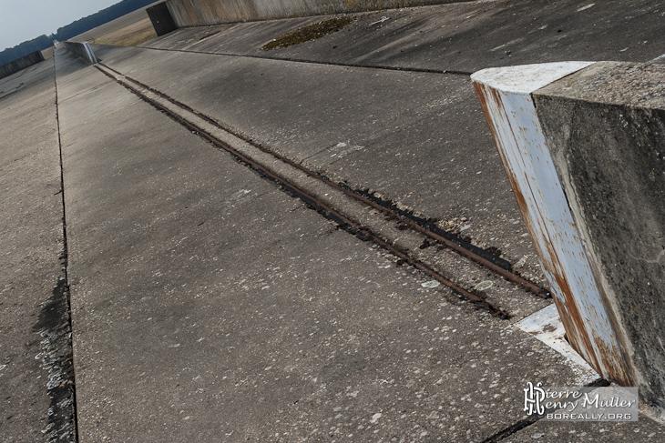 Partie du rail pouvant s'escamoter pour permettre la sortie des aérotrains