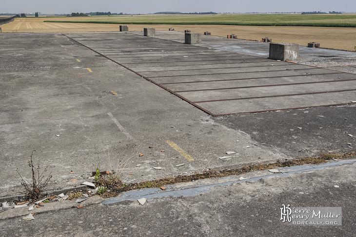 Plateforme de l'ancien hangar des aérotrains avec son sol escamotable