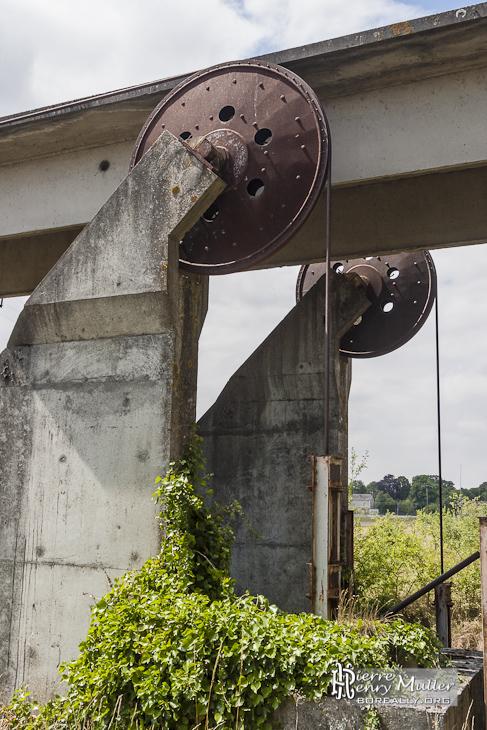 Tendeurs des câbles pour la voie de maintenance de la ligne de l'aérotrain