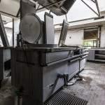 Cuisinière industrielle abandonnée