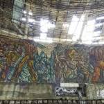 Fresque mosaïque et trou dans la toiture