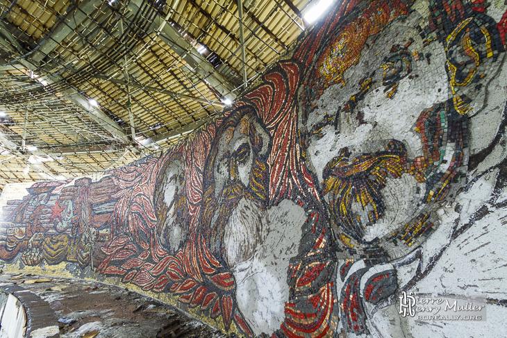 Portraits leaders communistes en mosaïques vandalisés