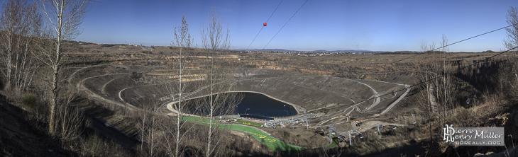 Mine de charbon à ciel ouvert reconvertie en parc de loisir