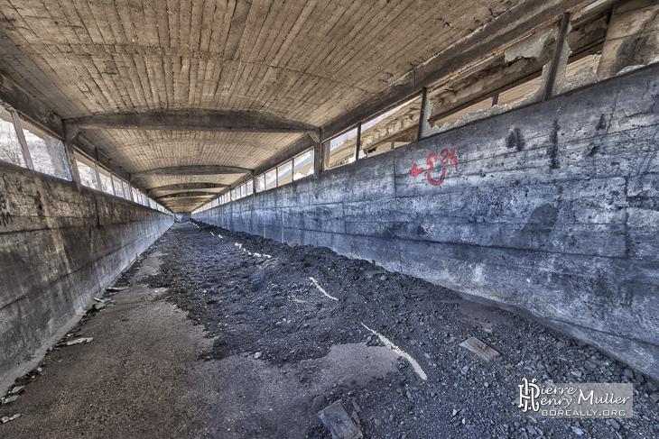 Murs colorés au charbon du pont transbordeur