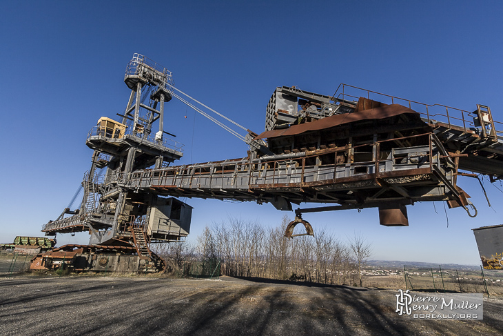 Pont de la bande transporteuse de l'excavatrice de Carmaux