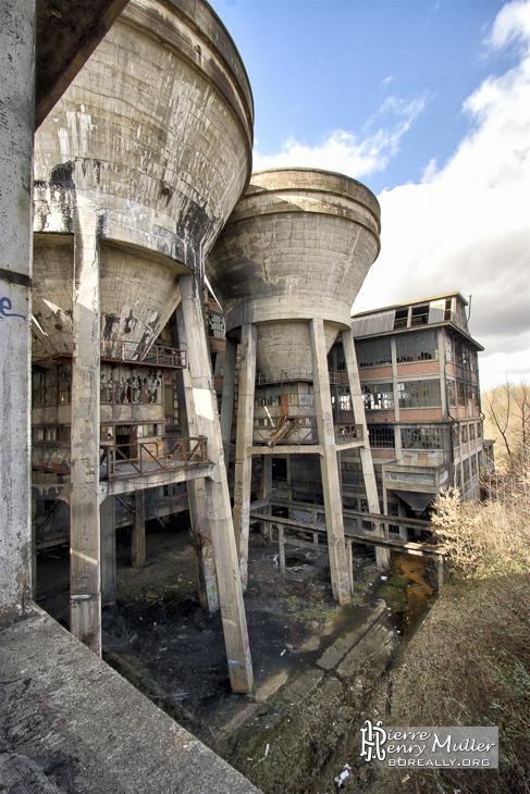 Réservoirs d'eau du lavoir à charbon à côté de Carmaux