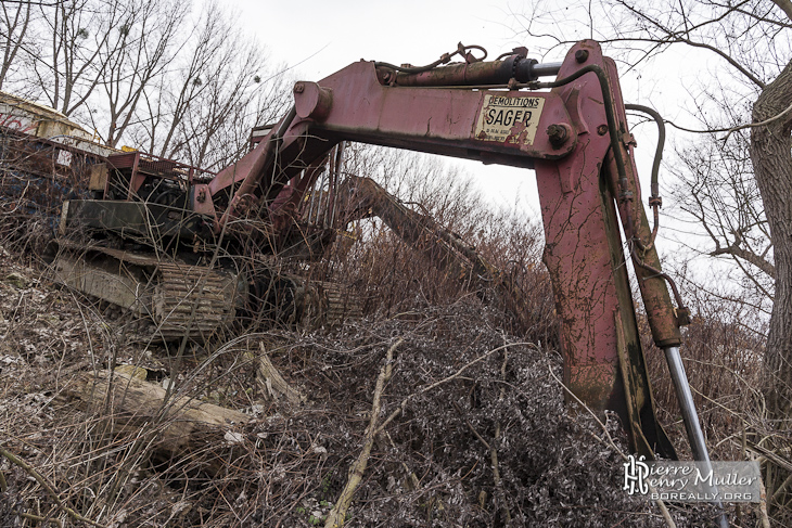 Pelleteuse démolition Sager abandonnée de la casse de Conflans