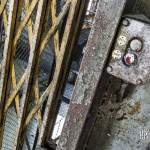 Bouton d'appel du monte charge à la centrale EDF