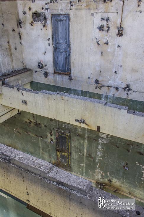 Portes donnant sur le vide à la centrale EDF Saint-Denis