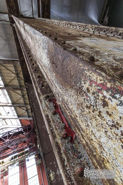 Poutrelle rouillée du hall de la centrale EDF Saint-Denis