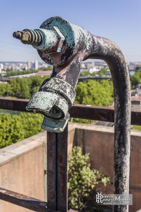 Rampe incendie sur les toits de la centrale EDF Saint-Denis