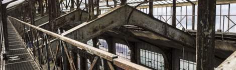 Structure métallique de la verrière du toit de la centrale EDF Saint-Denis