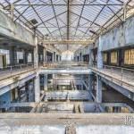 Symétrie de la verrière et de la structure de la salle des machines de la centrale EDF