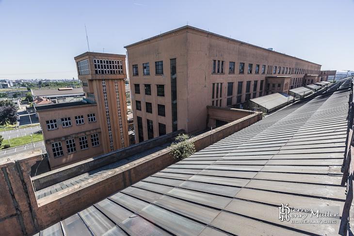 Vue du site EDF de la centrale électrique de Saint-Denis depuis les toits