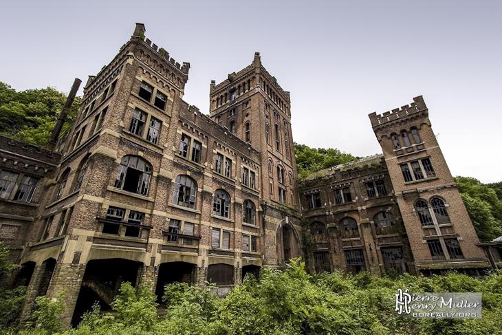 Charbonnage du Hasard de Cheratte d'architecture néo-médiévale