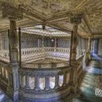 Colonnes de l'étage des terminales en HDR au château de Bonnelles
