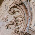 Détail sur une partie des moulures des corniches du plafond du château de Bonnelles
