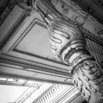 Détails d'une colonne en bois de l'étage des terminales au pensionnat de Bonnelles