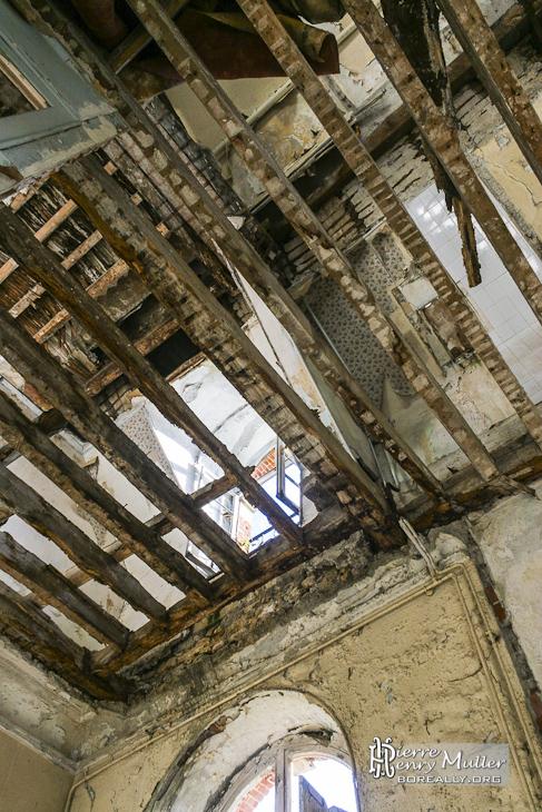 Plancher retiré du château en ruine de Bonnelles