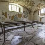 Table dans les sous-sols au château de Bonnelles