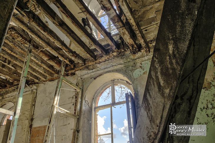 Vue intérieures en HDR de deux étages du château de Bonnelles