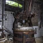 Ancienne machine à laver dans les caves du château Mesen