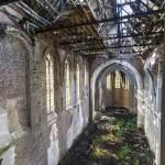 Nef de l'Eglise en ruine du château Mesen à Lede