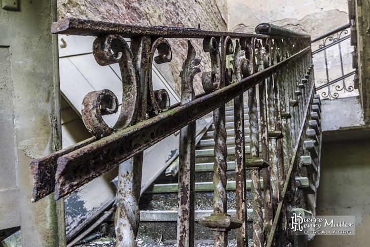 Rampe D 39 Escalier En Fer Forg Rouill Au Ch Teau Abandonn De Mesen Boreally