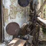 Vieux projecteur de cinéma abandonné dans le château de Mesen
