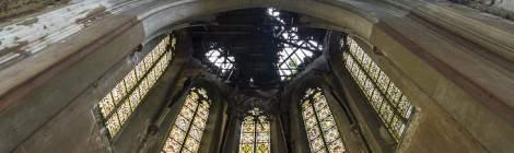 ...Vitraux du choeur de l'Eglise abandonnée du château Mesen à Lede...