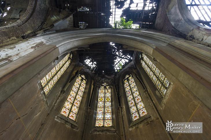 Vitraux du choeur de l'Eglise abandonnée du château Mesen à Lede