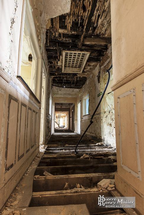 Couloir sans plancher à un étage du château Noisy Miranda