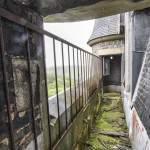Coursive sur le toit de la tour centrale du château Noisy en HDR