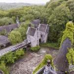 Ecuries et dépendances du château Noisy Miranda depuis les toits