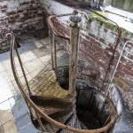 Escalier en colimaçon menant au sommet de la tour centrale du château Noisy