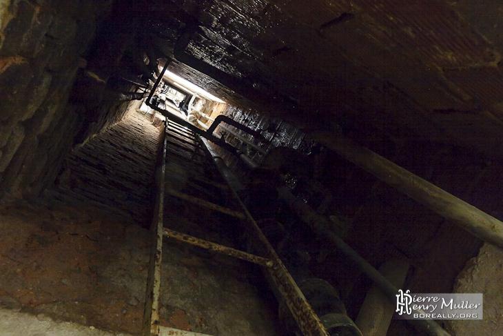 Gaine technique d'accès aux étages supérieurs du château Noisy Miranda
