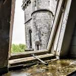 Intérieur extérieur avec vue sur la tour centrale du château Noisy Miranda en HDR