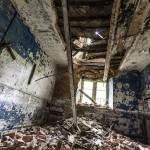 Plafond effondré dans une pièce du château Noisy Miranda