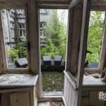 Porte fenêtre donnant sur balcon du château Noisy Miranda
