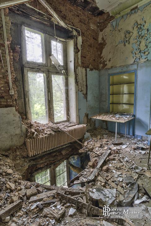Sol effondré dans une pièce du château Noisy en TTHDR