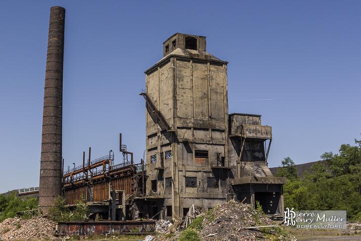 Fours, cheminée et stockage du charbon