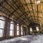 Hangar en bois et vitres anciennes à la cokerie